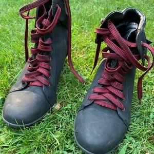 Bamboo black wedge sneaker
